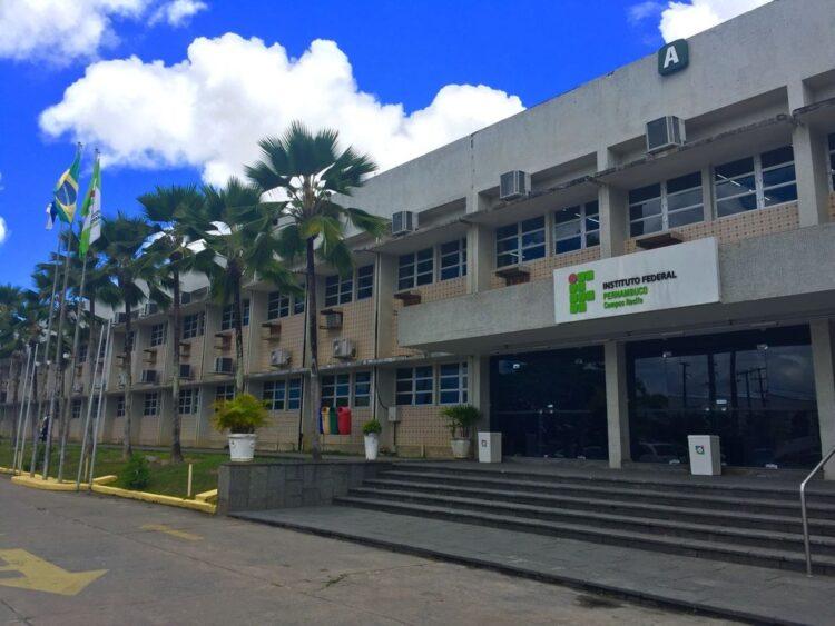 Vestibular 2021 do IFPE vai usar nota do Enem e histórico escolar