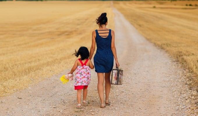 Auxílio emergencial de R$1,2 mil pode se tornar fixo para mães solteiras