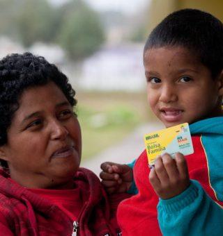 Fila do Bolsa Família tem 2,1 milhões esperando por ajuda na crise