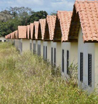 Obras do Minha Casa Minha Vida no ES atrasam entrega em DEZ anos ao custo de R$25 MILHÕES