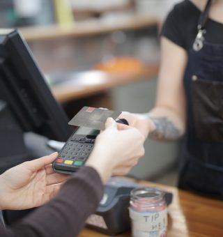 Entenda o que precisa ser feito em caso de clonagem do cartão de crédito