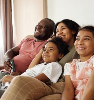 Pesquisa feita pela Mobills aponta que os gastos com entretenimento e lazer continuam baixos em meio à retomada econômica