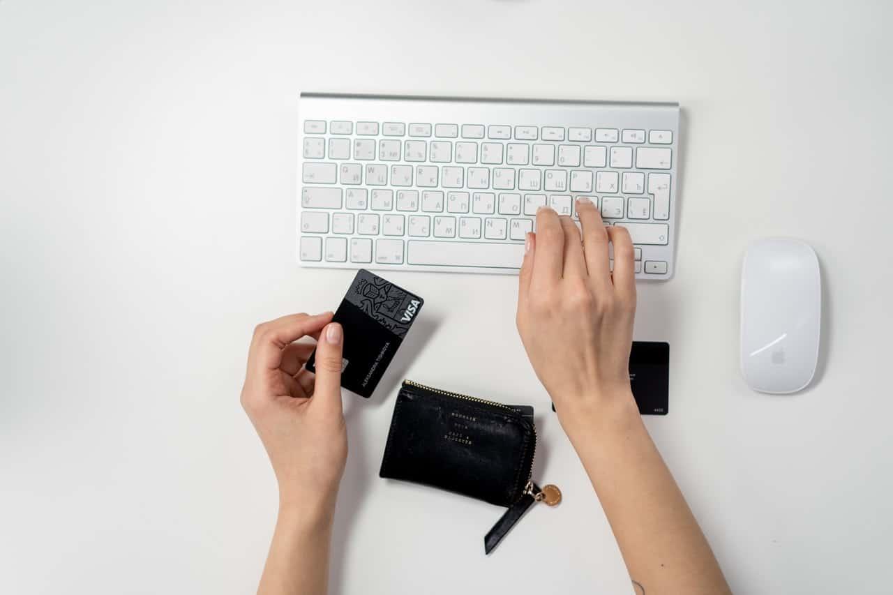Confira situações em que as compras feitas online pelo cartão de crédito podem ser canceladas