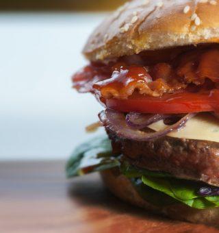 Descubra as ofertas especiais que o Burger King, McDonald's e Habib's prepararam para a Black Friday deste ano