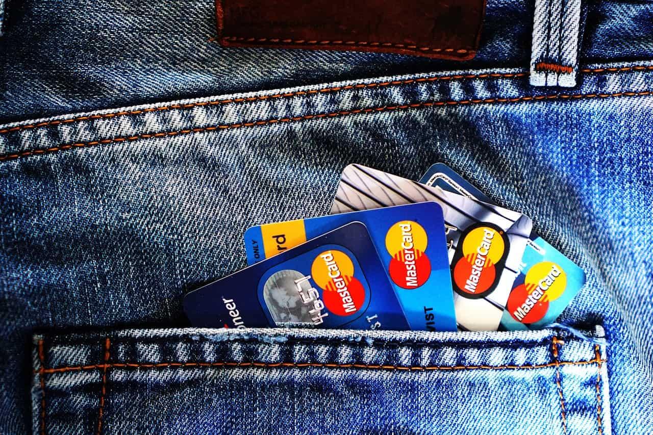 Após ter cartão de crédito clonado, titular consegue dinheiro de volta?