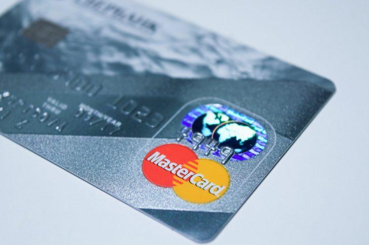 Juvo e Mastercard firmam parceria com foco no público desbancarizado