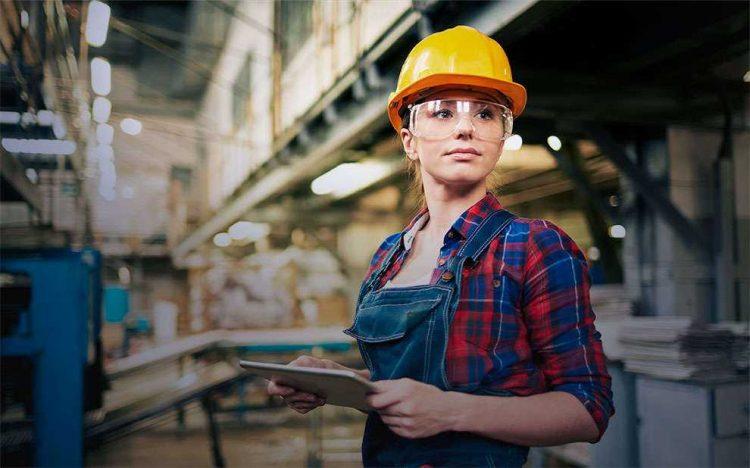 13º salário terá mudança no valor devido ao corte de jornada; como isso afeta a economia?