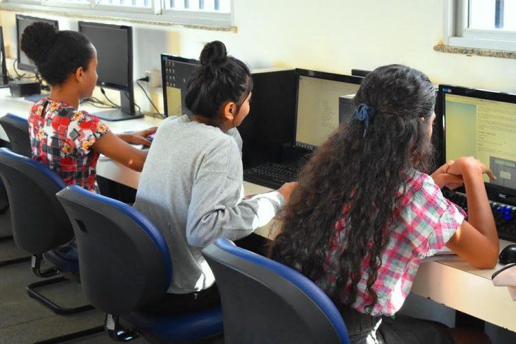Senai oferece 300 bolsas de estudos, na Bahia, para mulheres trans e cis