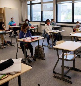 Ensino médio de São Paulo retoma aulas presenciais nesta terça-feira (3)