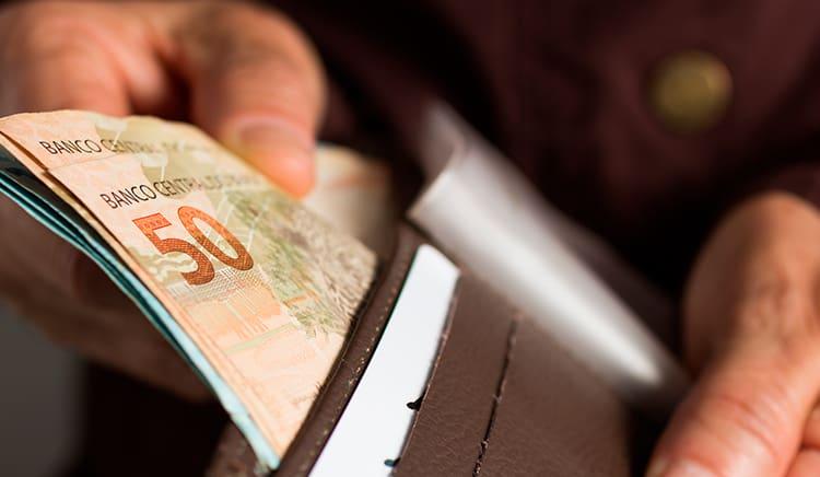 Pensionistas do INSS podem receber abono de R$2 MIL na aprovação DESTE projeto