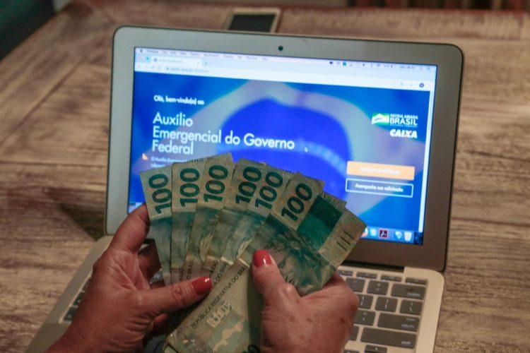 Governo paga auxílio emergencial para 22 MIL pessoas nesta quarta-feira (10)
