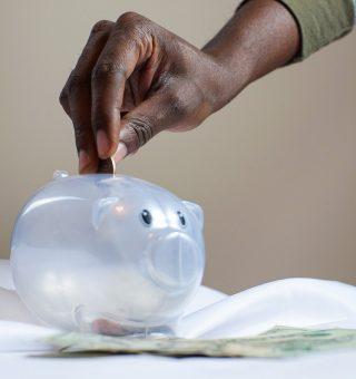 Como ficam R$ 1.000 aplicados no Tesouro e poupança com atual taxa Selic?