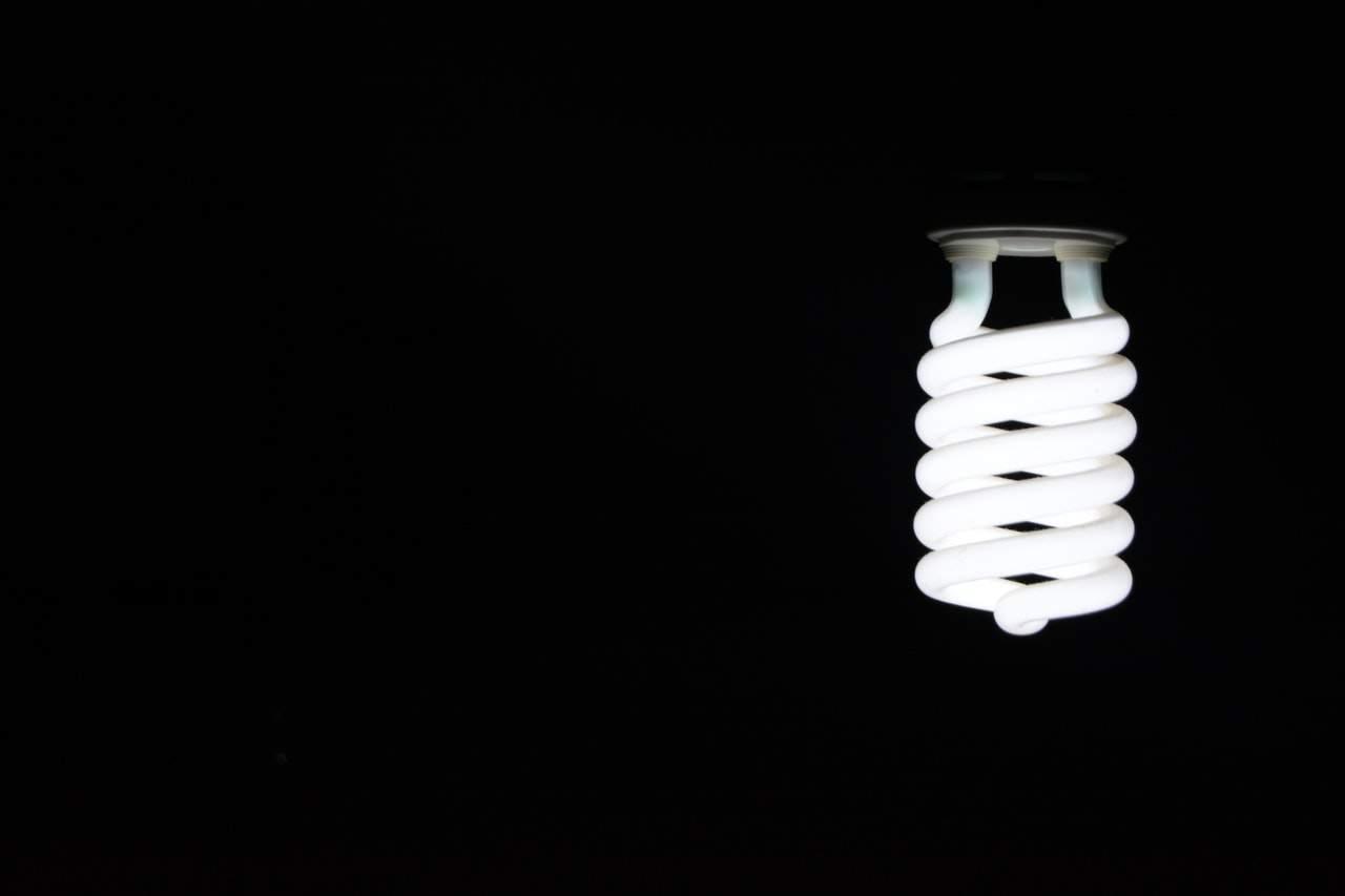 A crise hídrica no país tem impacto direto na energia elétrica ao consumidor
