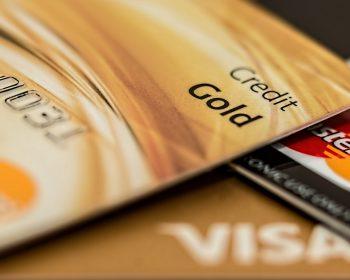 Após altas na Selic, juros do cartão de crédito chegam a 336% ao ano em agosto