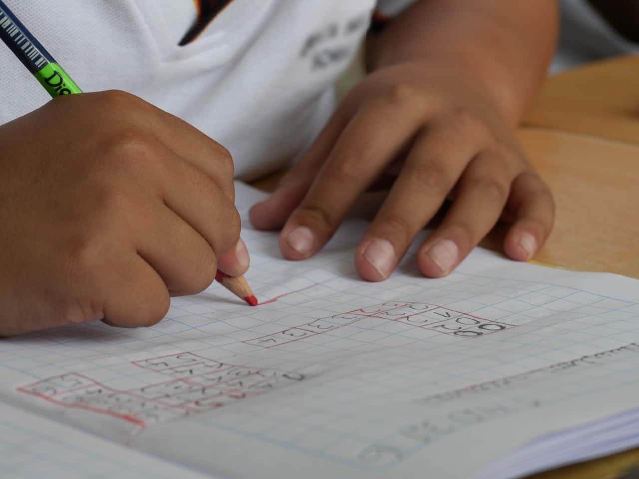 Auxílio creche vai pagar quanto para cada família contemplada? Entenda a proposta