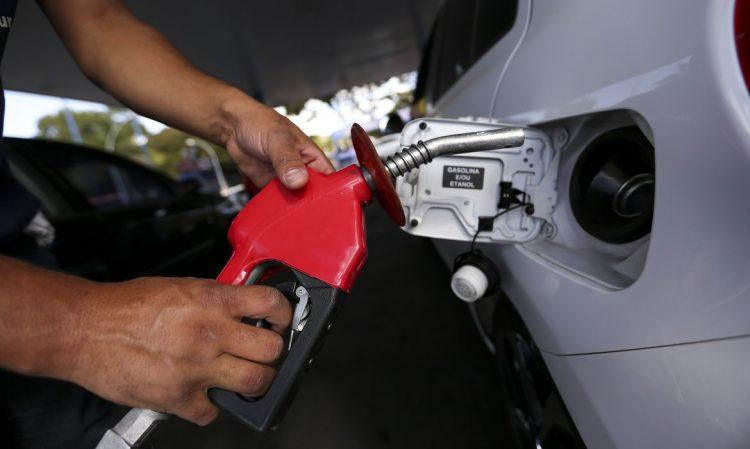 Valor da gasolina chega a R$ 7,00 o litro; Bolsonaro realmente é o culpado?