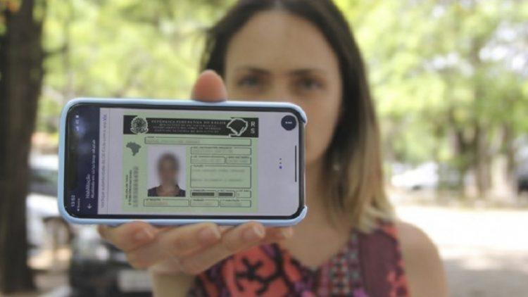 Posso levar multa apresentando apenas a CNH Digital? Descubra as regras!