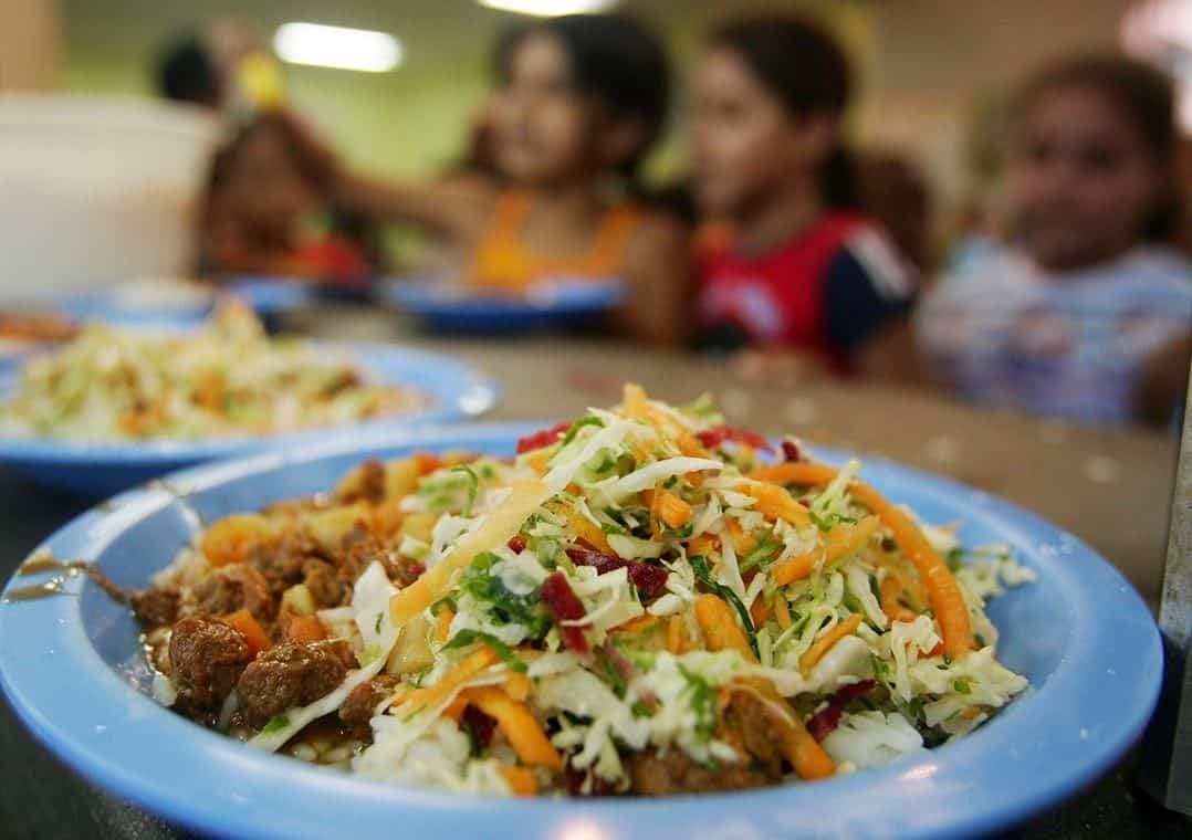 Vale alimentação de R$55 voltará a ser pago para alunos da Bahia; saiba como pedir (Imagem: Google)