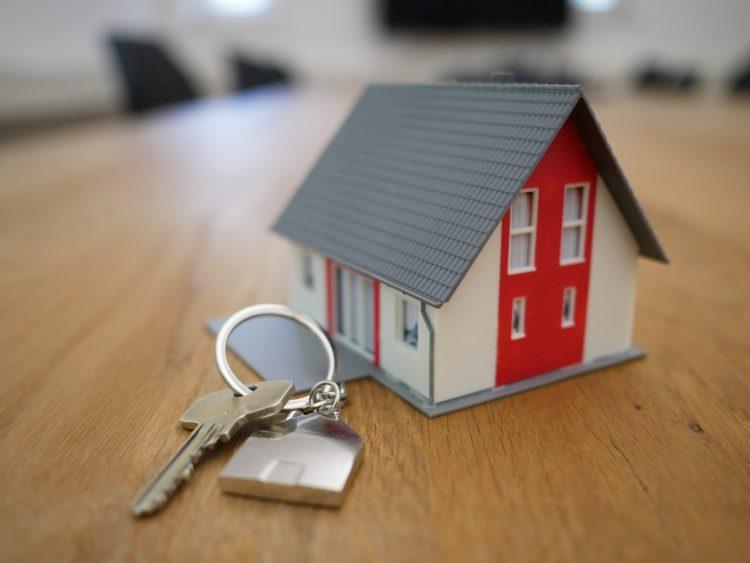Use auxílio emergencial e seguro desemprego para facilitar pagamento da casa própria