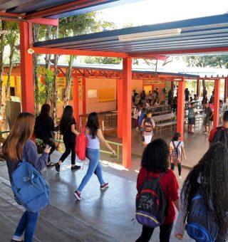 Governador do Distrito Federal confirma volta as aulas dia 8 de março