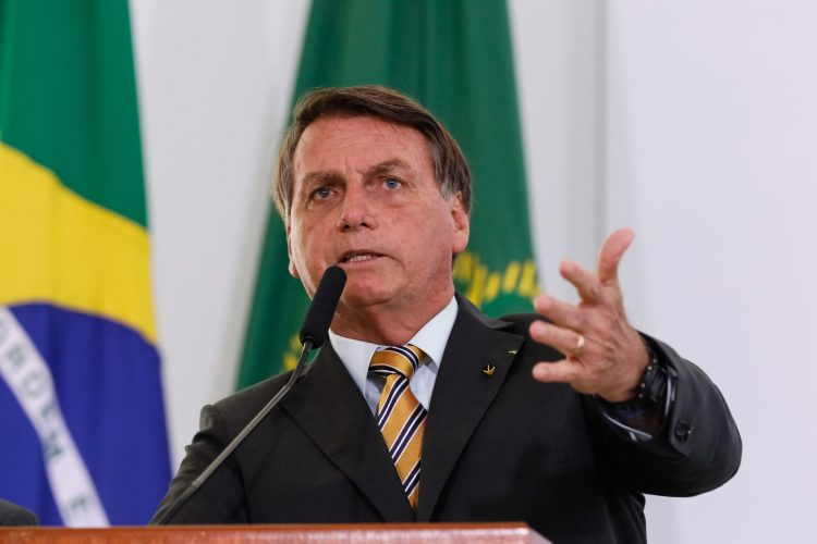 """Bolsonaro culpa governadores por alta do preço da gasolina """"na refinaria está barato"""""""