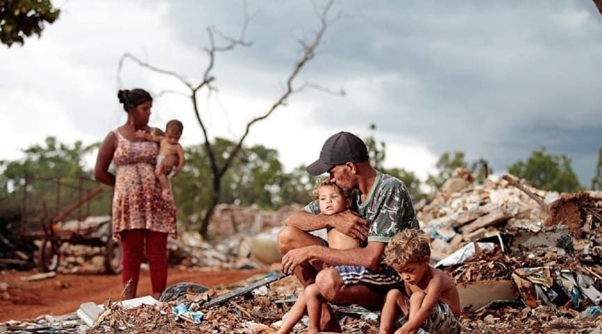 Além desses, alguns benefícios criados durante a pandemia tornaram-se permanentes, como o Cartão Mais Inclusão em Sergipe, o auxílio pago aos estudantes da rede estadual de ensino e universitários na Bahia, e o auxílio pago aos catadores no Ceará.