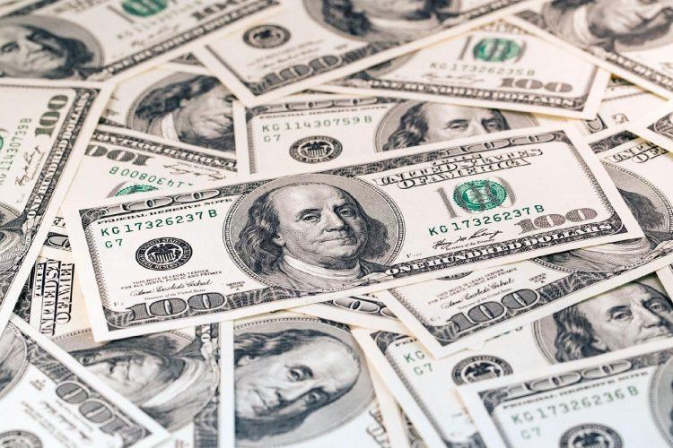 Cotação do dólar de turismo chega a R$ 6,43 para consumidores de SP