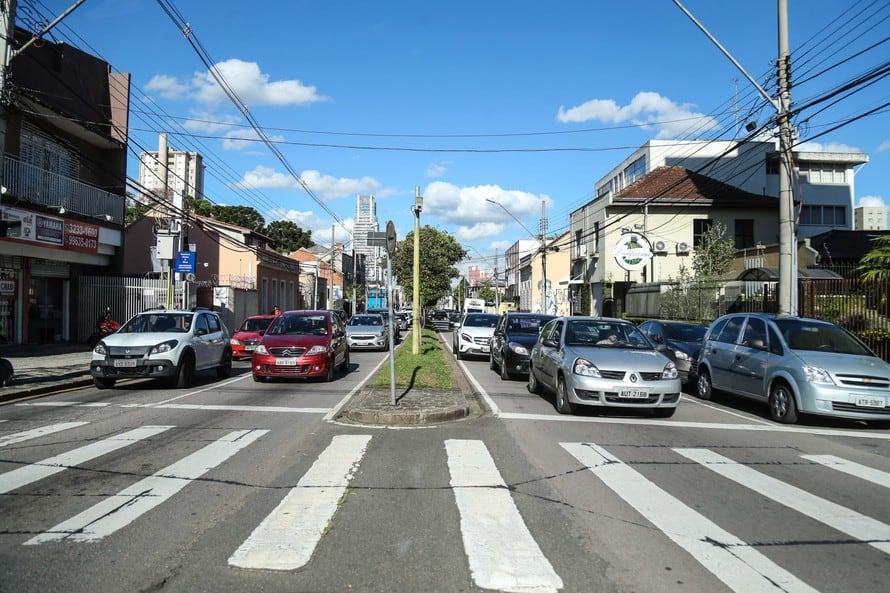 Paraná cobra licenciamento dos donos de veículos com final 6, 7 e 8 neste mês