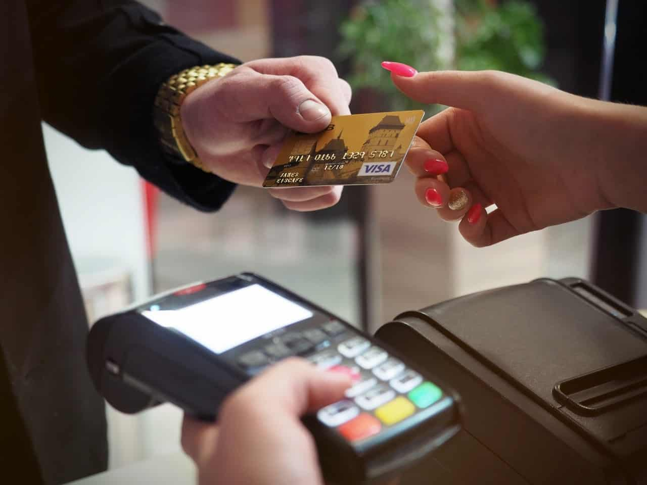 Cinco marcas que oferecem maquininhas de cartão; compare todas!