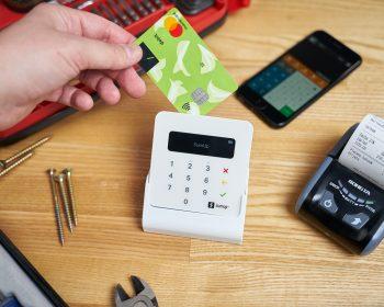 Os interessados em adquirir uma maquininha de cartão devem estar atentos às taxas cobradas pela empresa