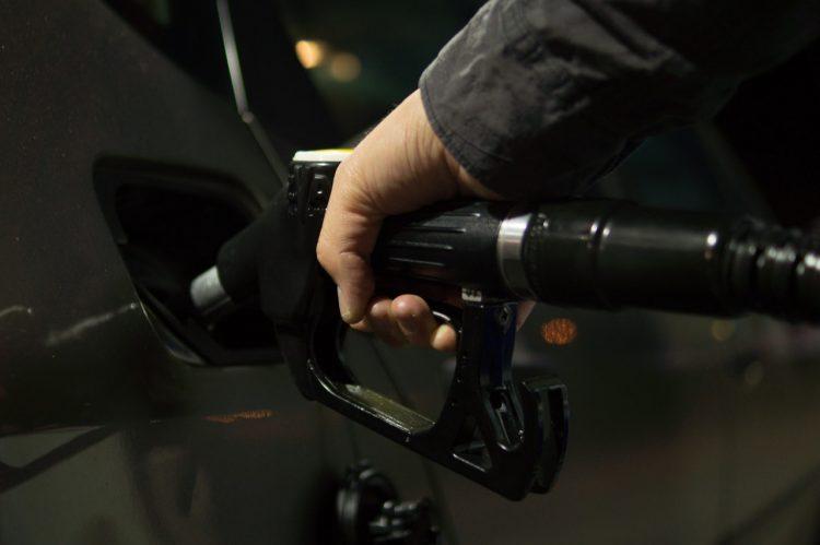 O consumidor brasileiro vem percebendo o preço da gasolina aumentar ao longo dos últimos meses