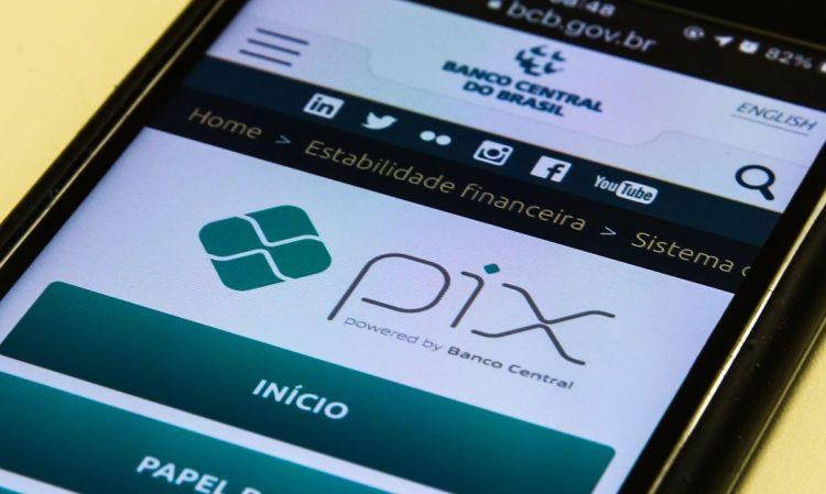 PIX de sucesso! Sistema do BC soma R$ 1 trilhão em transações em 6 meses
