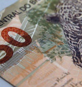 O governo federal tem oferecido alternativas à população para a obtenção de crédito