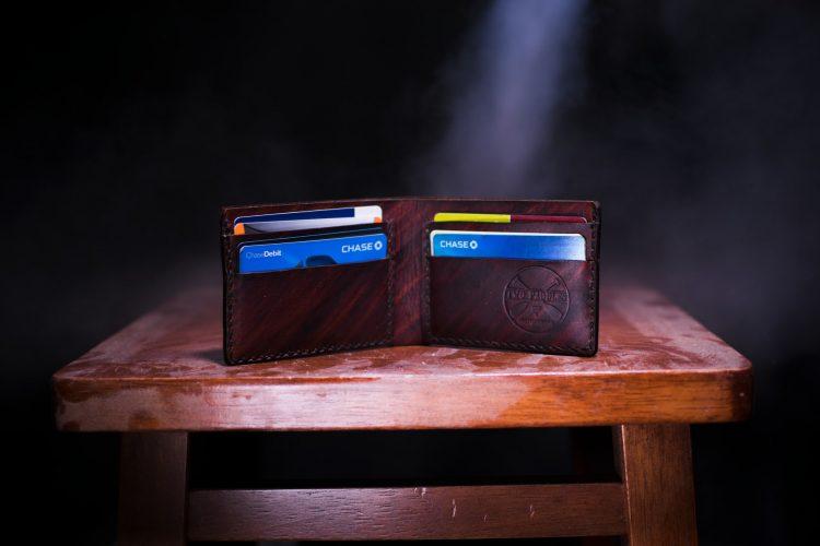 Os dois bancos digitais oferecem cartões para pessoas com rendas distintas (