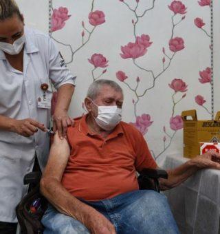 São Paulo antecipa calendário e idosos têm nova data para vacinação da COVID-19