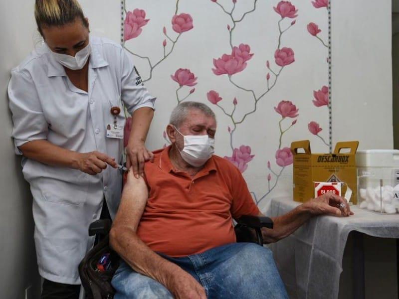 Vacinação da COVID-19 inclui idosos de 75 a 79 anos em Minas Gerais (Imagem: Reprodução/Google)