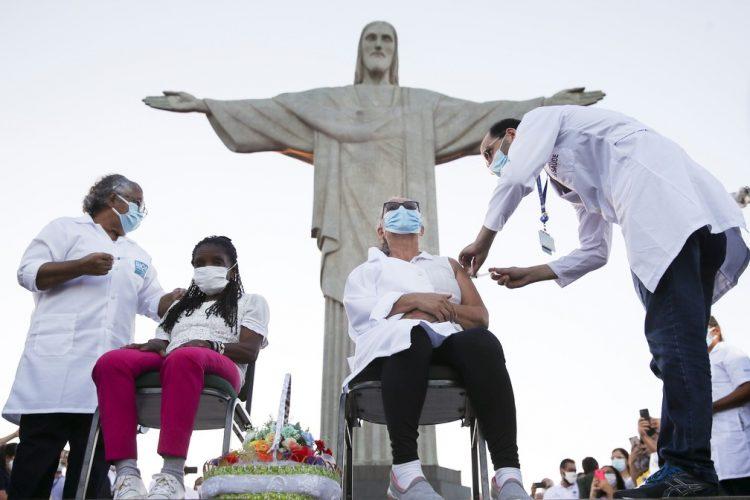 Vacinação da Covid-19 no RJ cria campanha para doação de cestas básicas