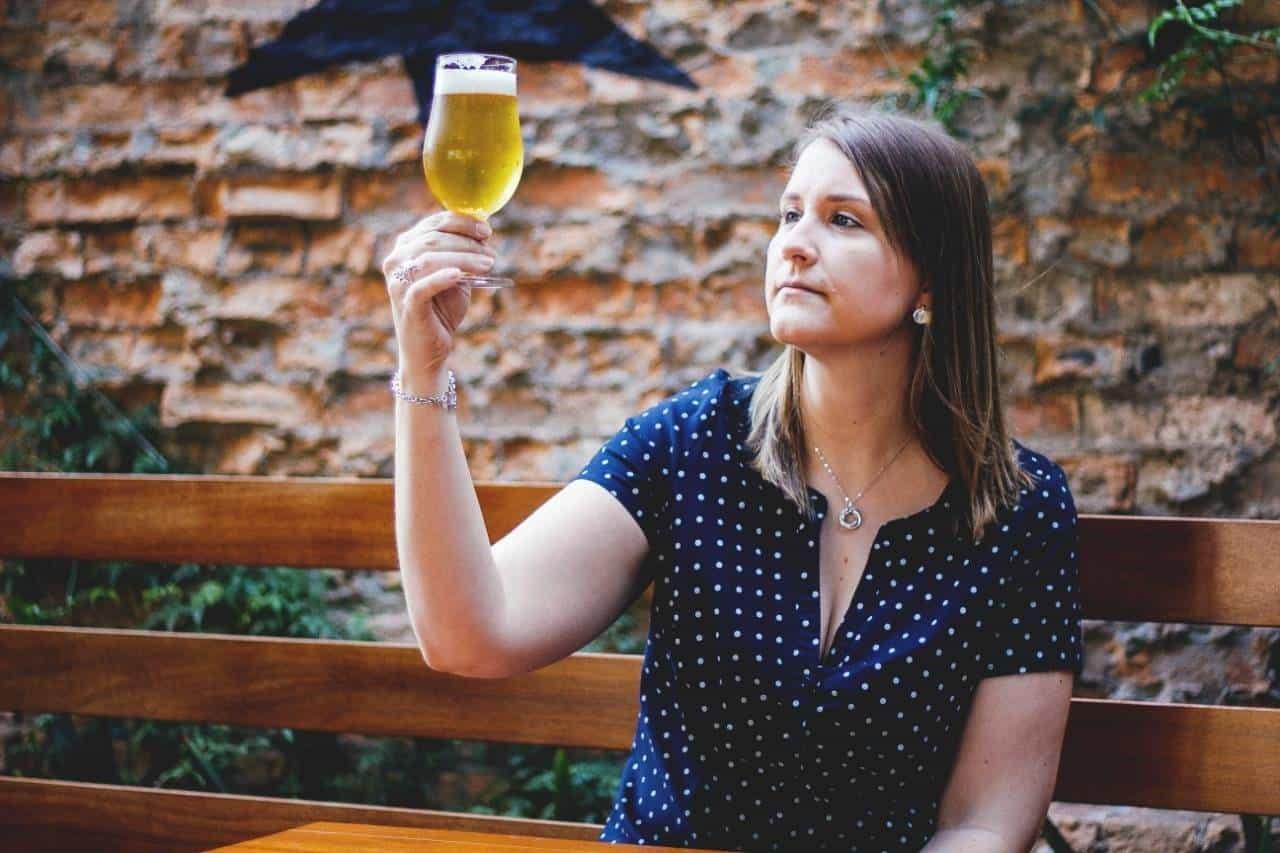 Ambev tem 160 vagas para formação em curso de cervejeira para mulheres