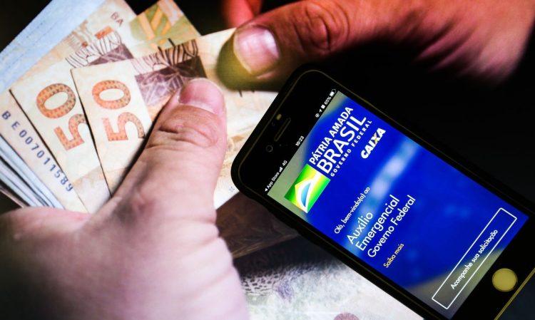 Caixa Tem: Aprenda a pagar boleto, fazer transferência e PIX na poupança