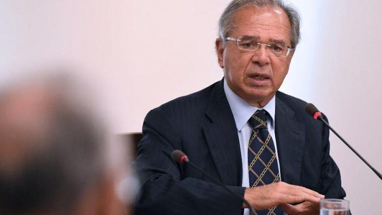 Ministro da Economia fala sobre fim do auxílio emergencial e início de novo benefício