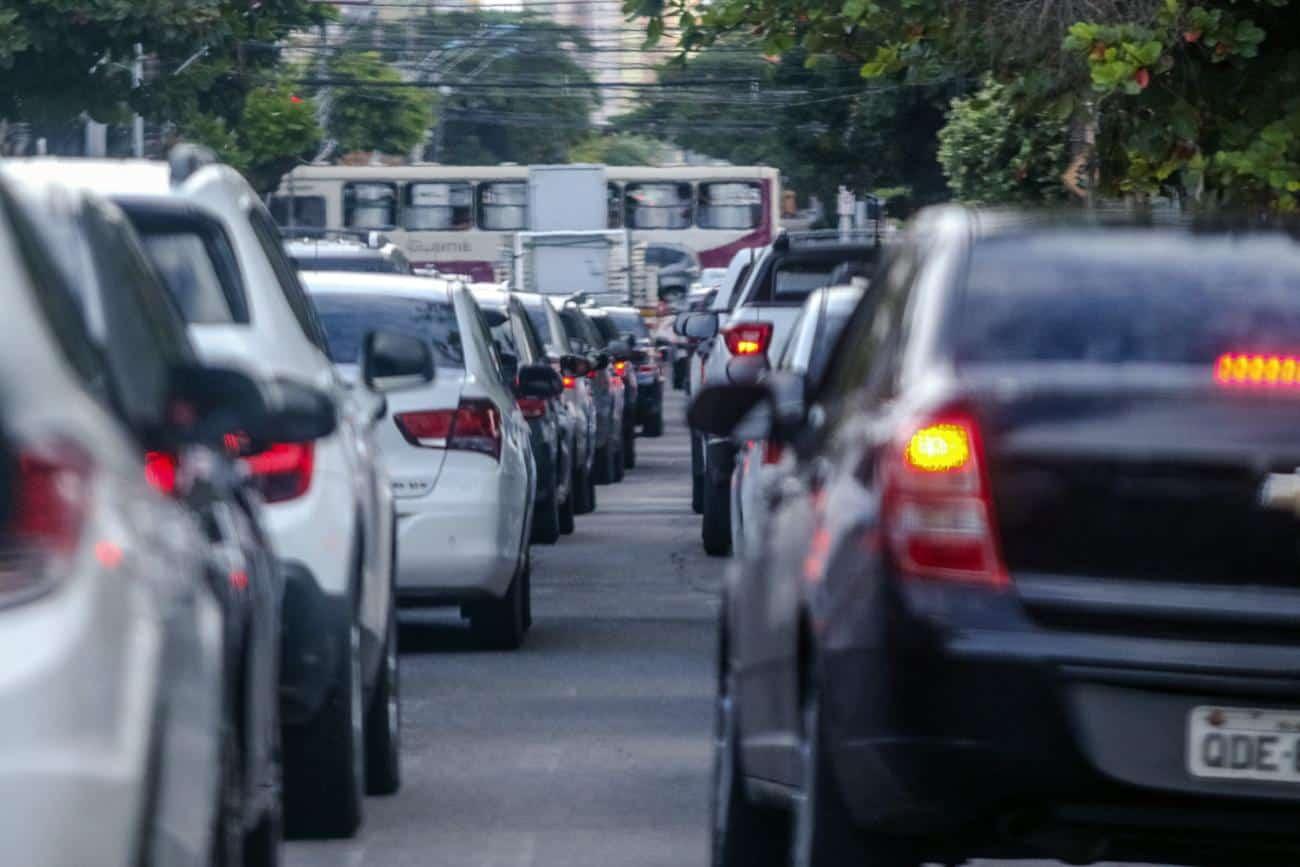 Senado aprova texto que barateia compra de veículos para taxistas e deficientes