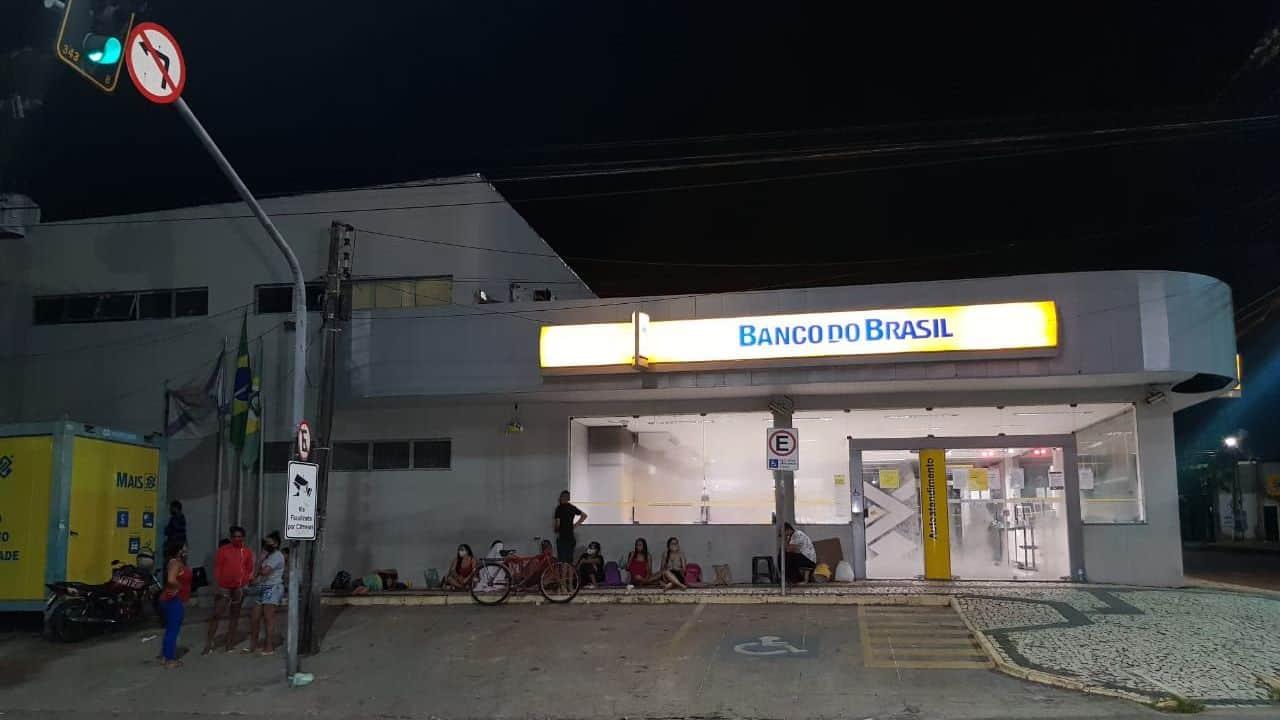 Cartão Missão Infância gera aglomerações para saque no Banco do Brasil