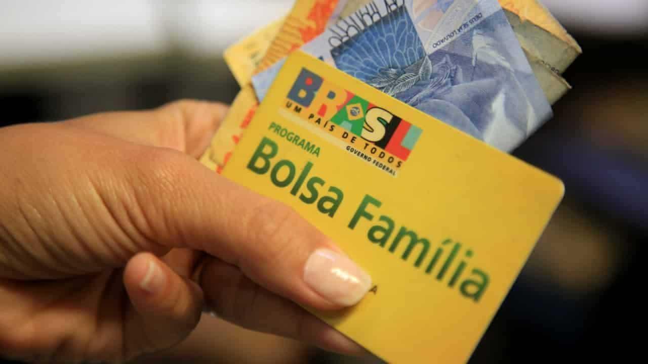 Fim do Bolsa Família! Lira sugere criação de substituto ao programa social