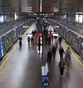 Cartão por aproximação da Visa tem crescimento de 60% nos metrôs; veja como usar