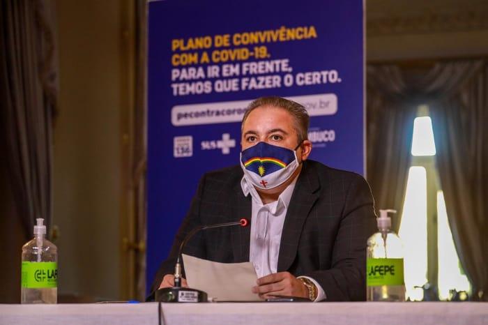 Em coletiva, Governo de Pernambuco fala sobre restrições no comércio