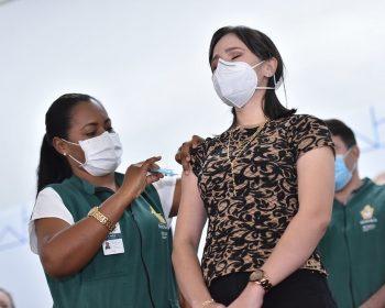 Profissional da educação ganha prioridade na vacinação contra COVID-19 em Manaus
