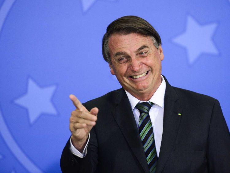 Após volta do auxílio emergencial em 2021, aprovação de Bolsonaro cresce