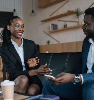 Crescem VAGAS de emprego exclusivas para negros; veja empresas participantes