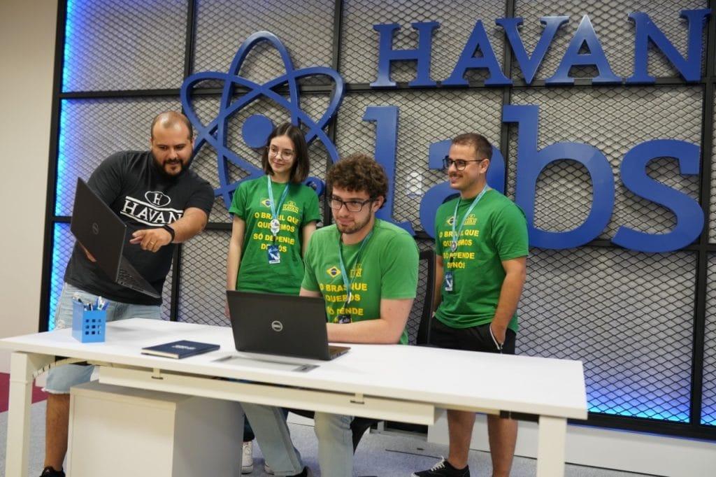 Havan anuncia 300 vagas de emprego com salários que chegam a R$ 10 mil