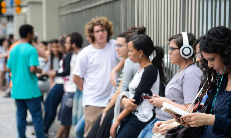 Você é jovem e NÃO estuda? Governo pretende lhe pagar R$300; entenda!